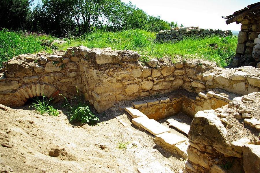 ruinele romane (termele) de sub drumul cramelor